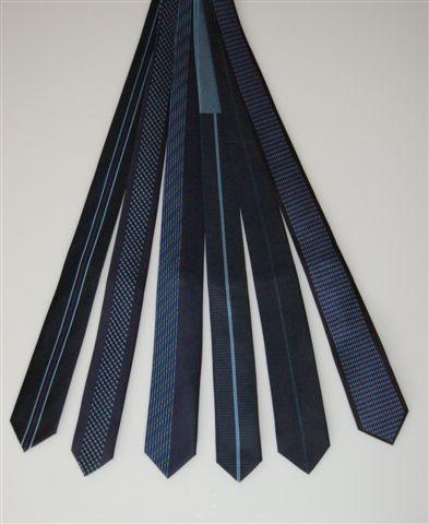 krawaty granatowe modne