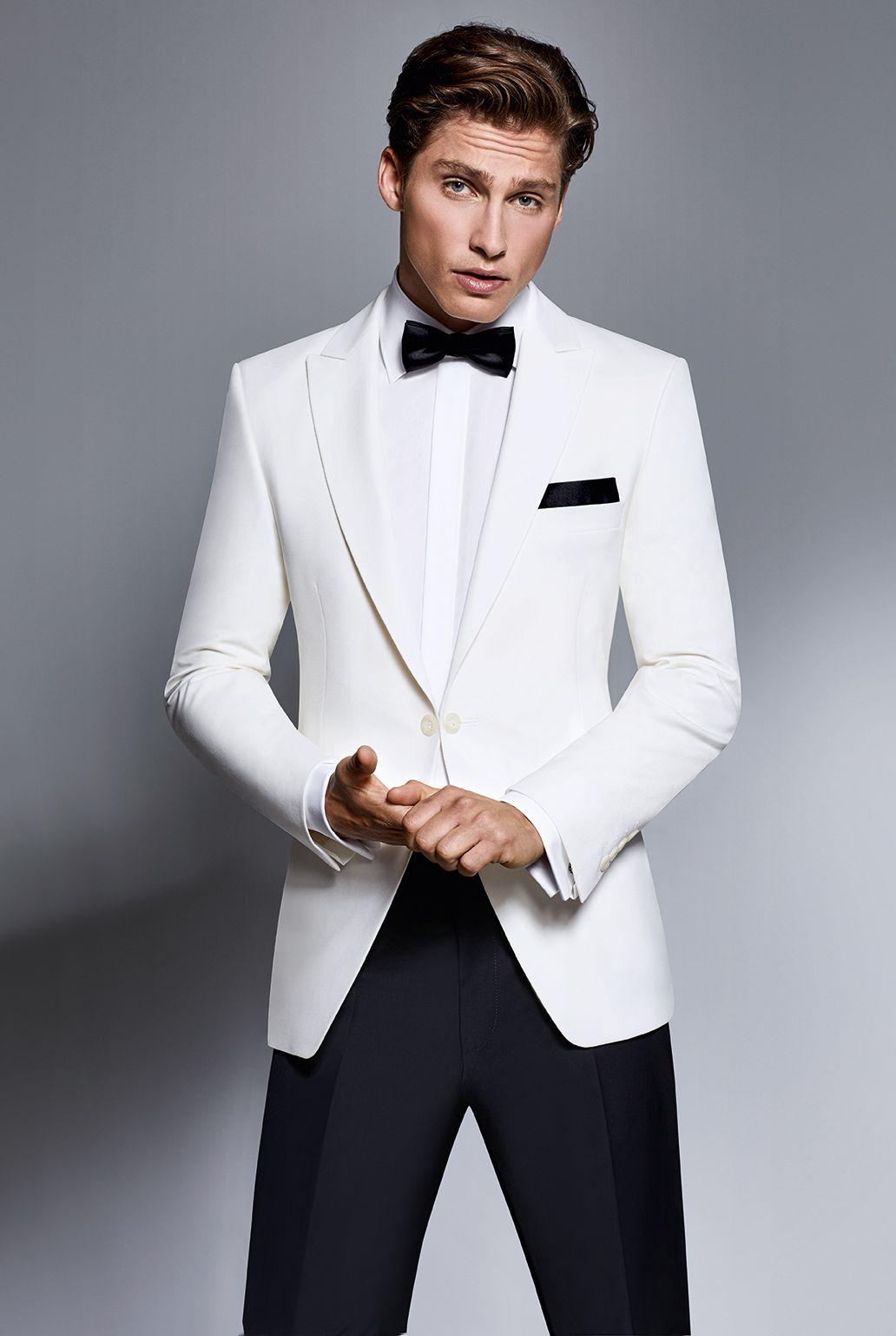Biały garnitur smokingowy